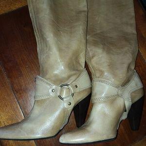 Carlos Boots. New